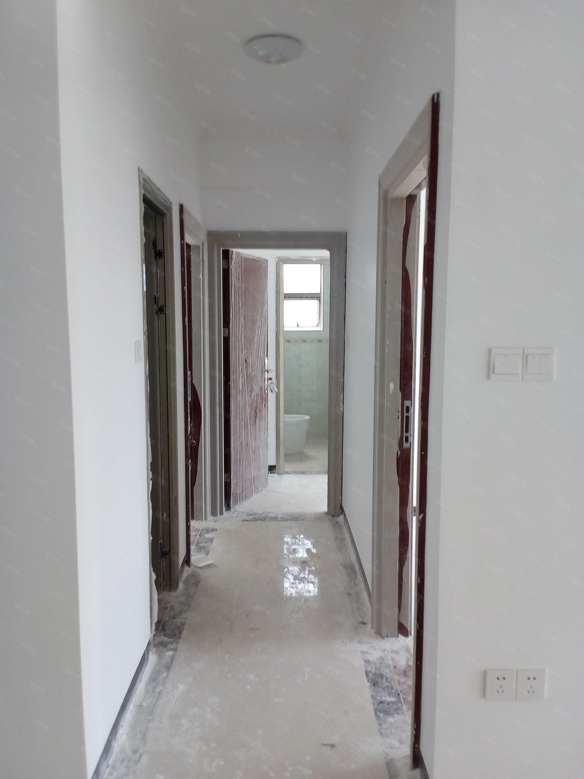 城中玉都公寓四房兩廳電梯高層,僅售7000方,有意請致電