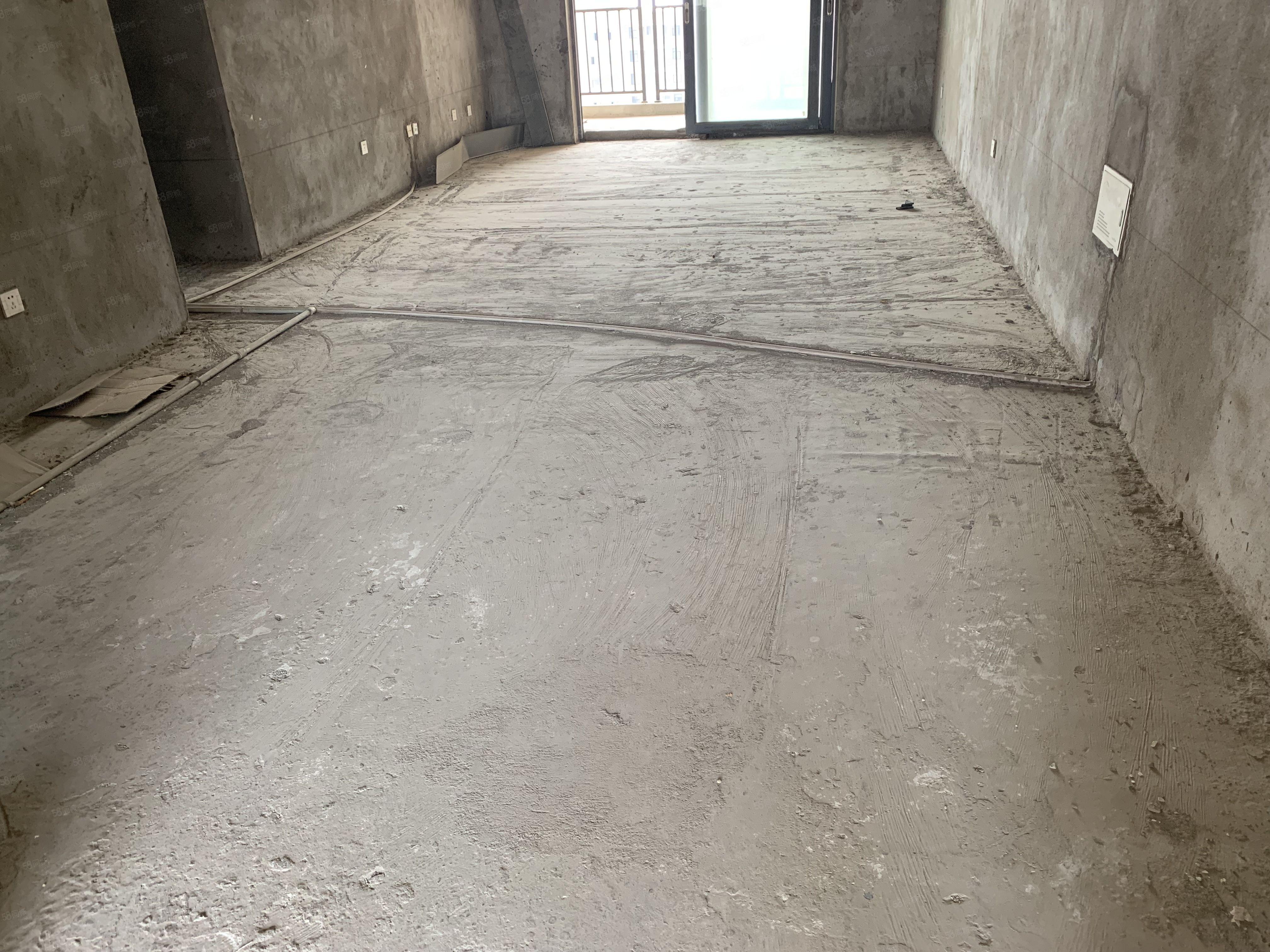 蓝湾新城138平米毛坯3室,有证可贷,有钥随时看