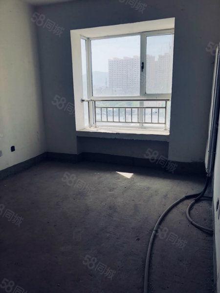 房子二室两厅,楼层适中,南北通透,采光良好,毛坯房,产权清晰