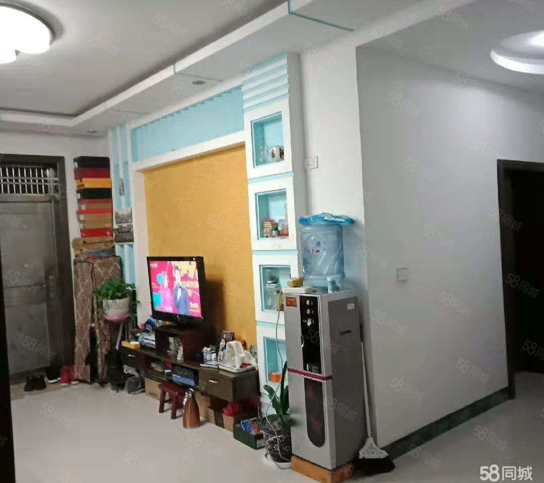 实验幼儿园背后鑫利步梯房住3室2厅1卫