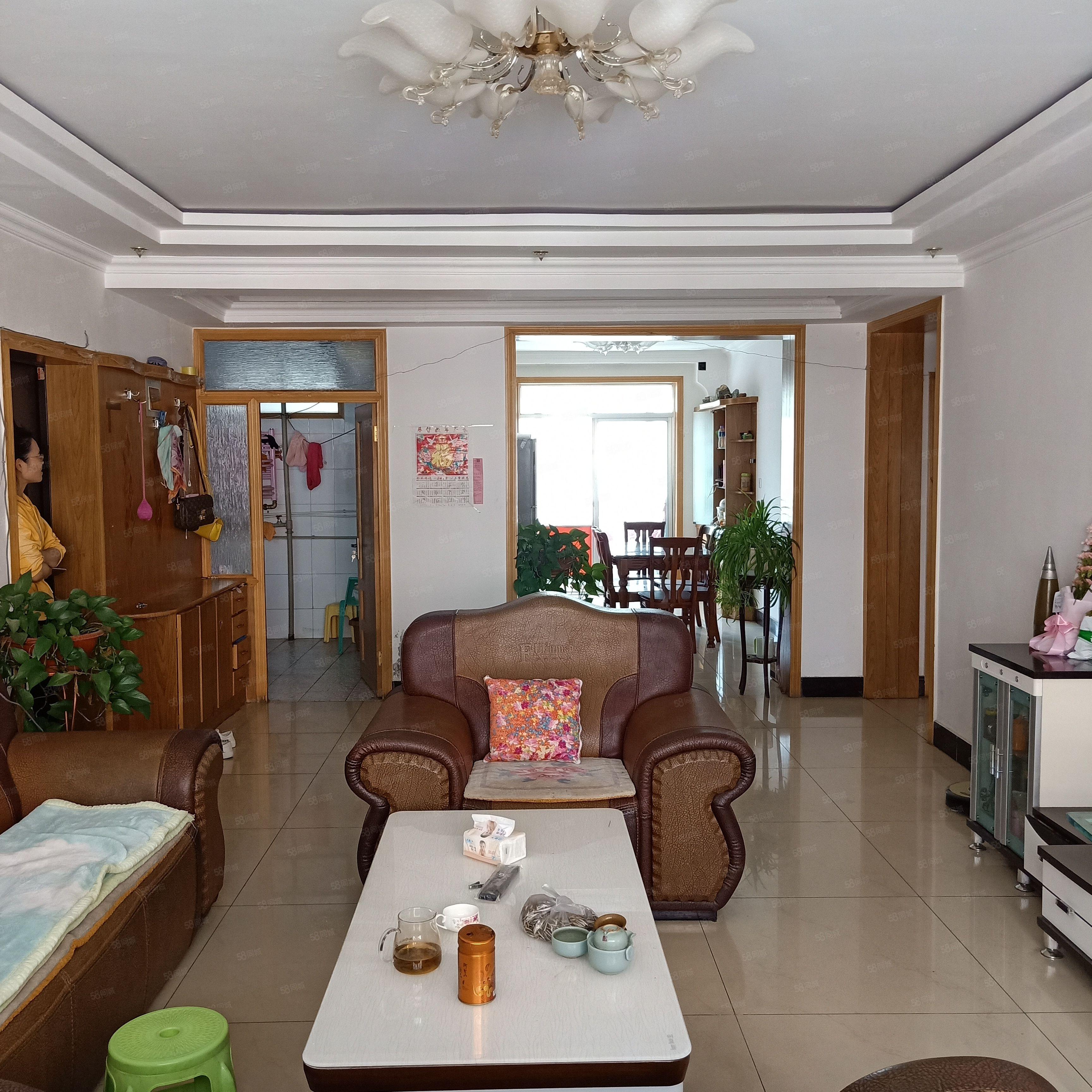 制药厂家属院3室2厅中间楼层东西通透带家具可按揭