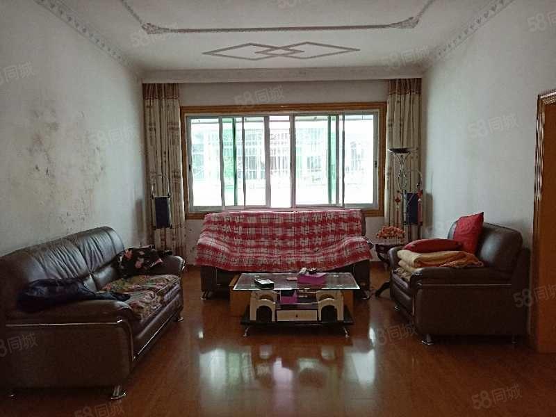 三江公园附近大三房带楼顶花园,部分家具家电,租金便宜,押一付