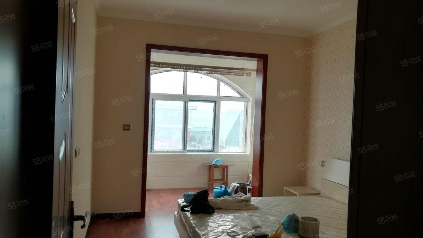 天鹏皇朝精装修一室一厅,有证可按揭,送家具家电,看房方便