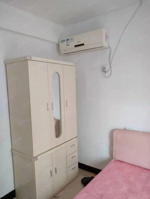 惠民小区三楼两室一厅简装有空调热水器沙发衣柜床等设备