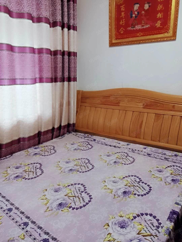 租房小两室,拎包入住,家具家电齐全