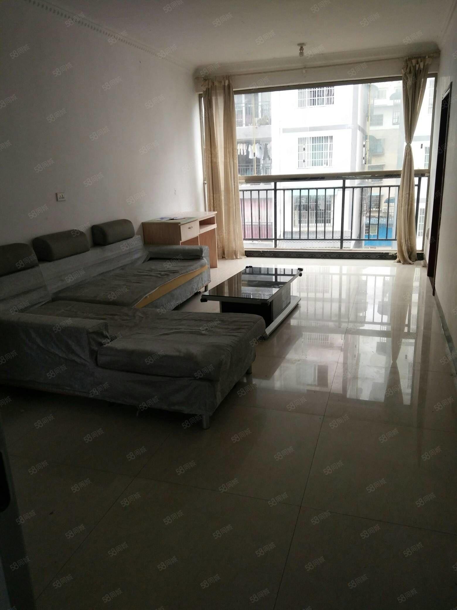 房?#28216;?#20110;湄潭县冯家院子,4楼,简装,三室一厅一厨一卫一阳台。