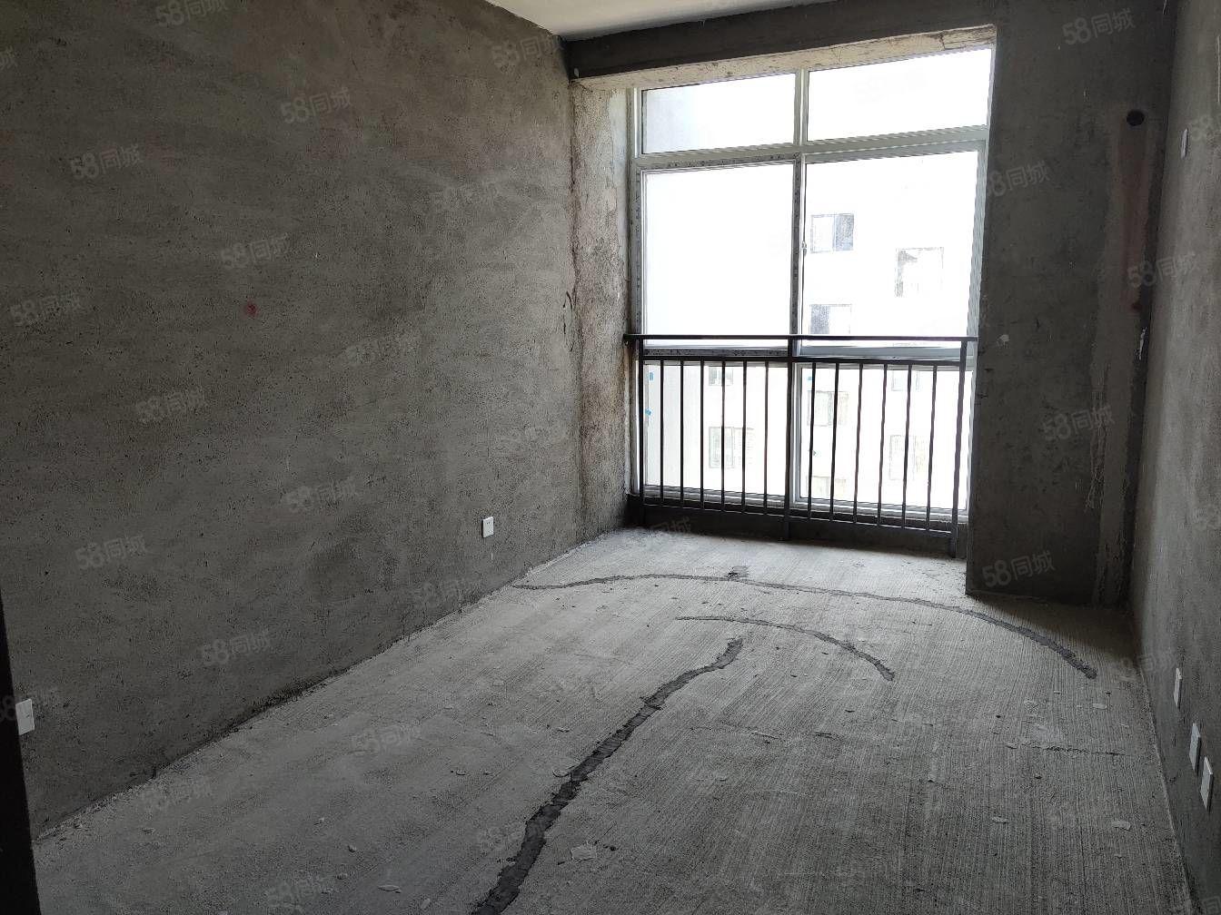 天下景城多层三室两厅,南北通透经典户型,带地上储藏室