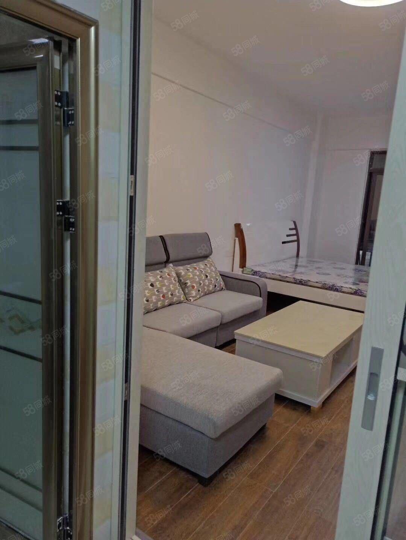 精装公寓1800一月包括物业费