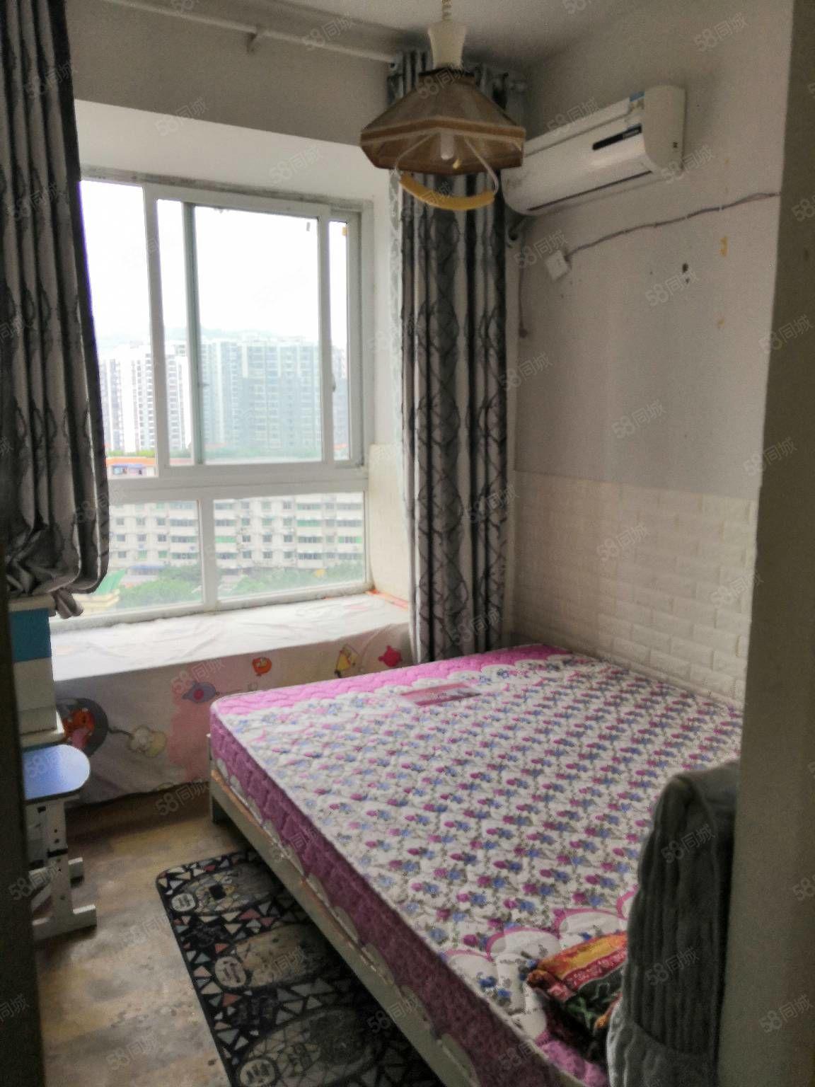 四小旁名郡简装房带家具家急卖!两室两厅一厨一卫一阳台63平米