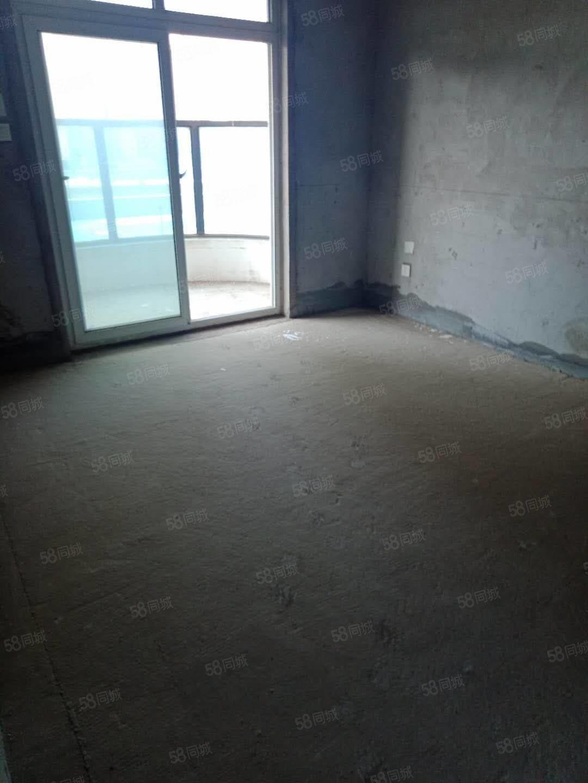 东外滩,6楼,4室2厅2卫毛坯,有证111.9万