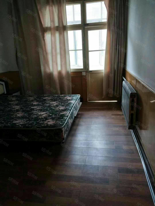县委家属院多层4楼,三室一厅一卫简装房,
