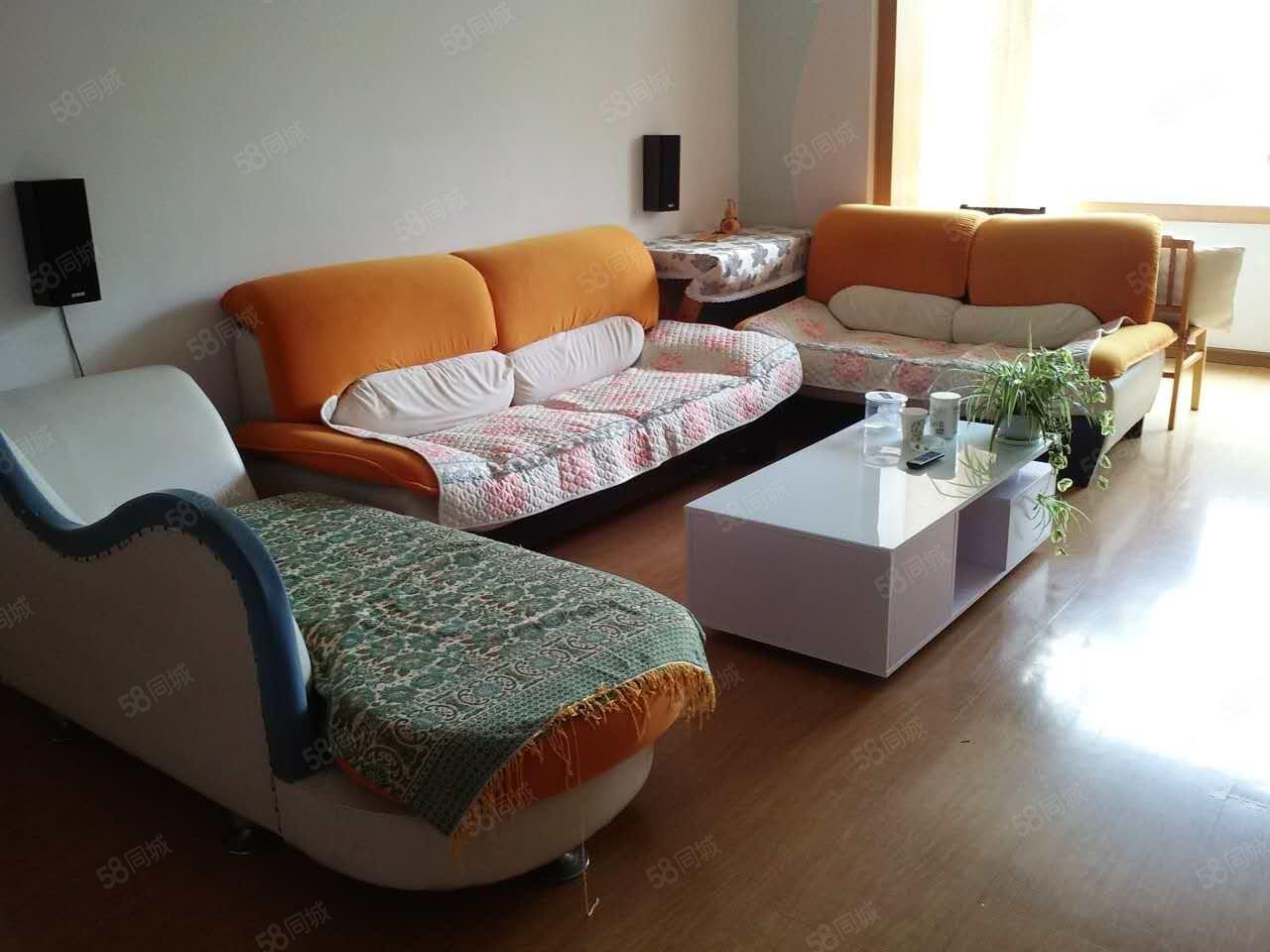 吉鑫苑2楼145平租2000元家电齐四室两厅两卫