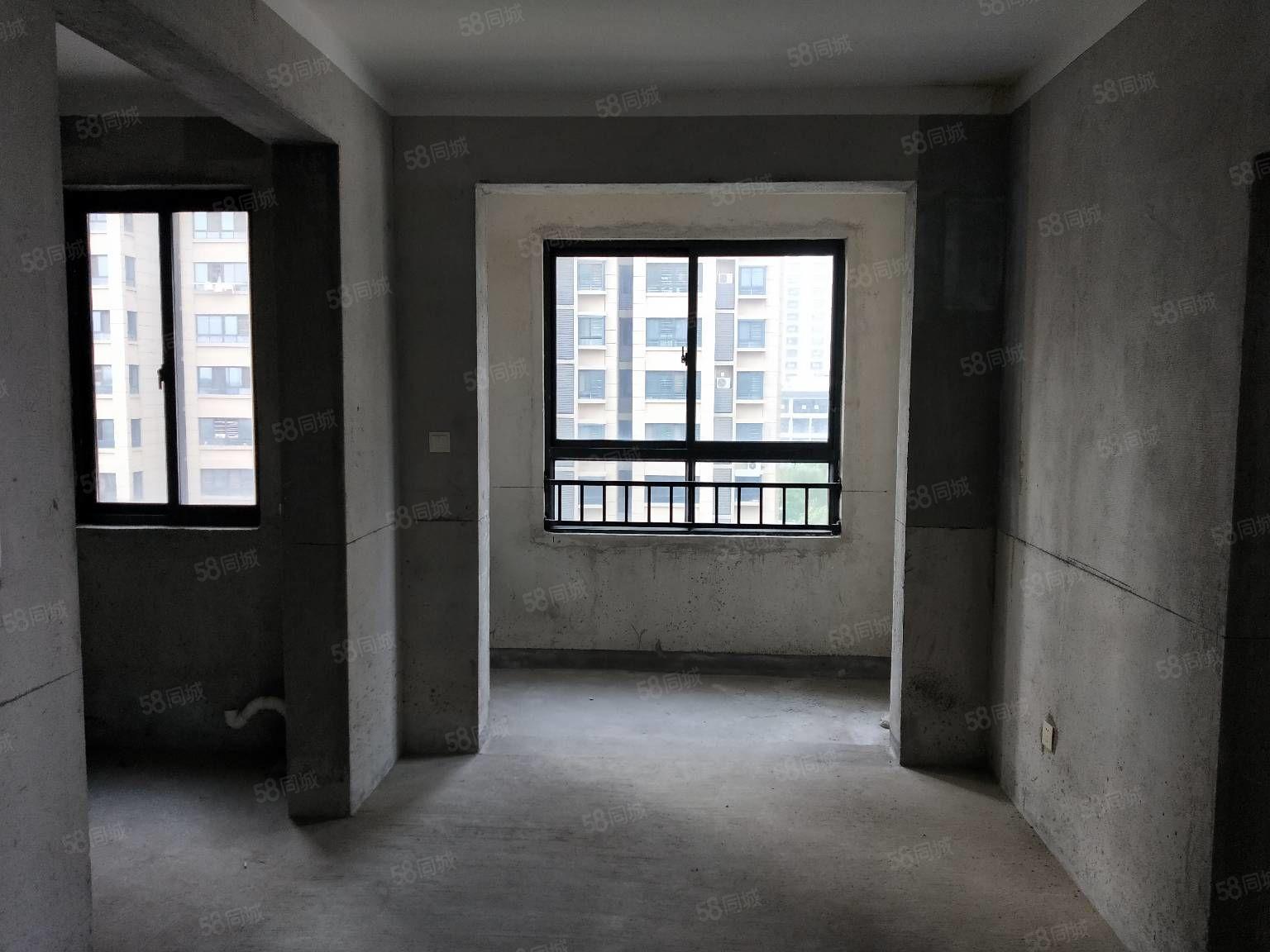 宏基天城新安小學本部學范區兩室毛坯99平方有鑰匙隨時看房