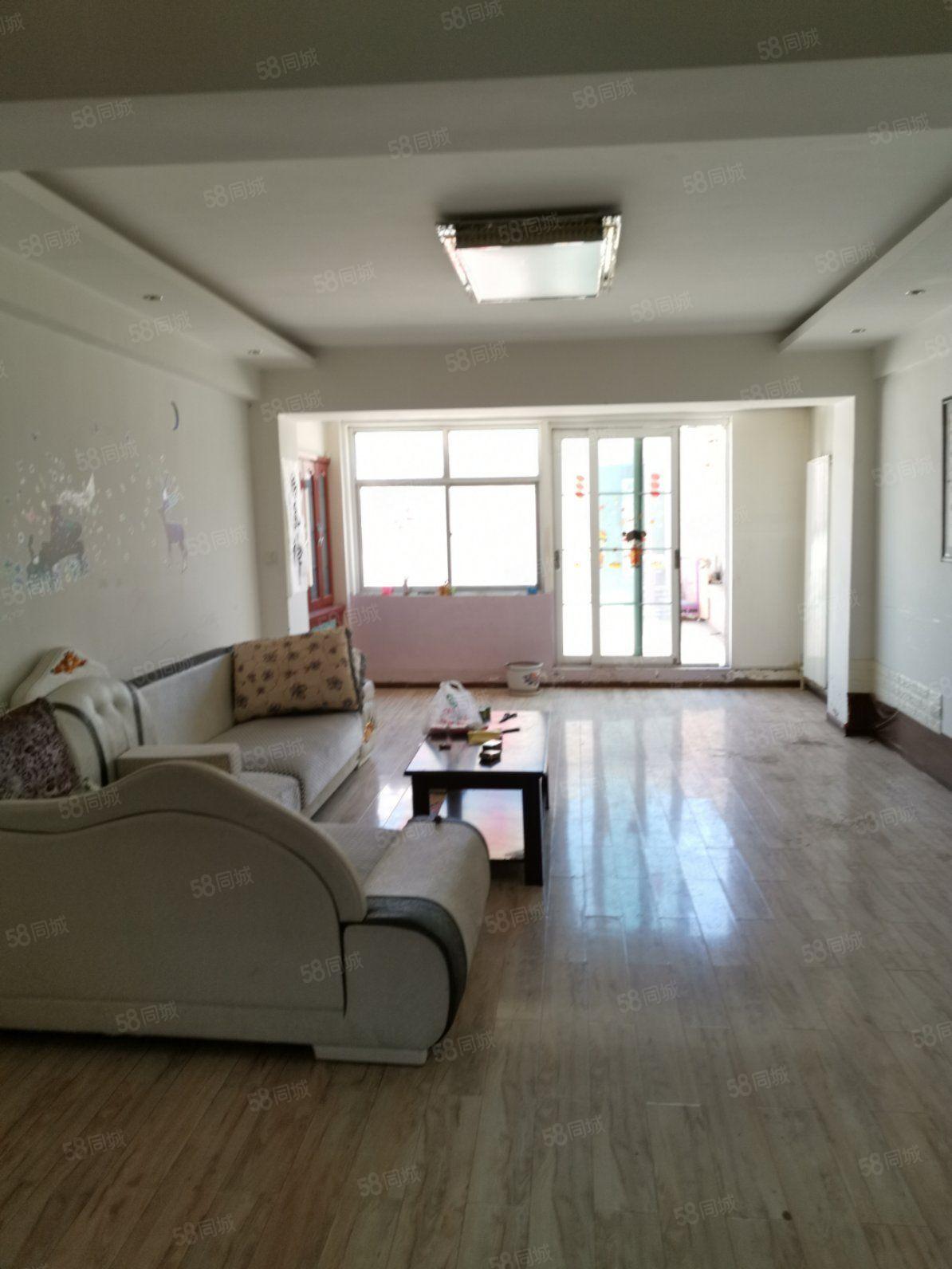 陽光家園兩室兩廳一衛,簡單裝修,可住家。