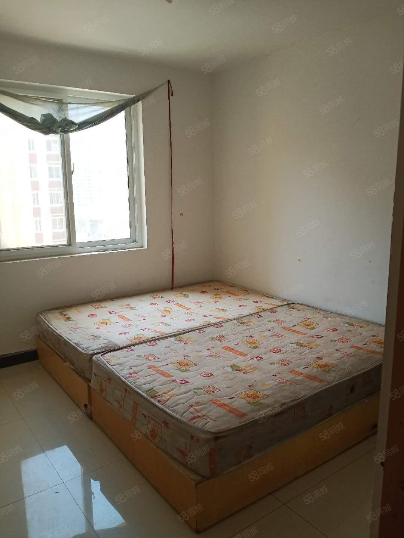 恒盛幸福苑两室两厅一卫有空调一张床能洗澡做饭