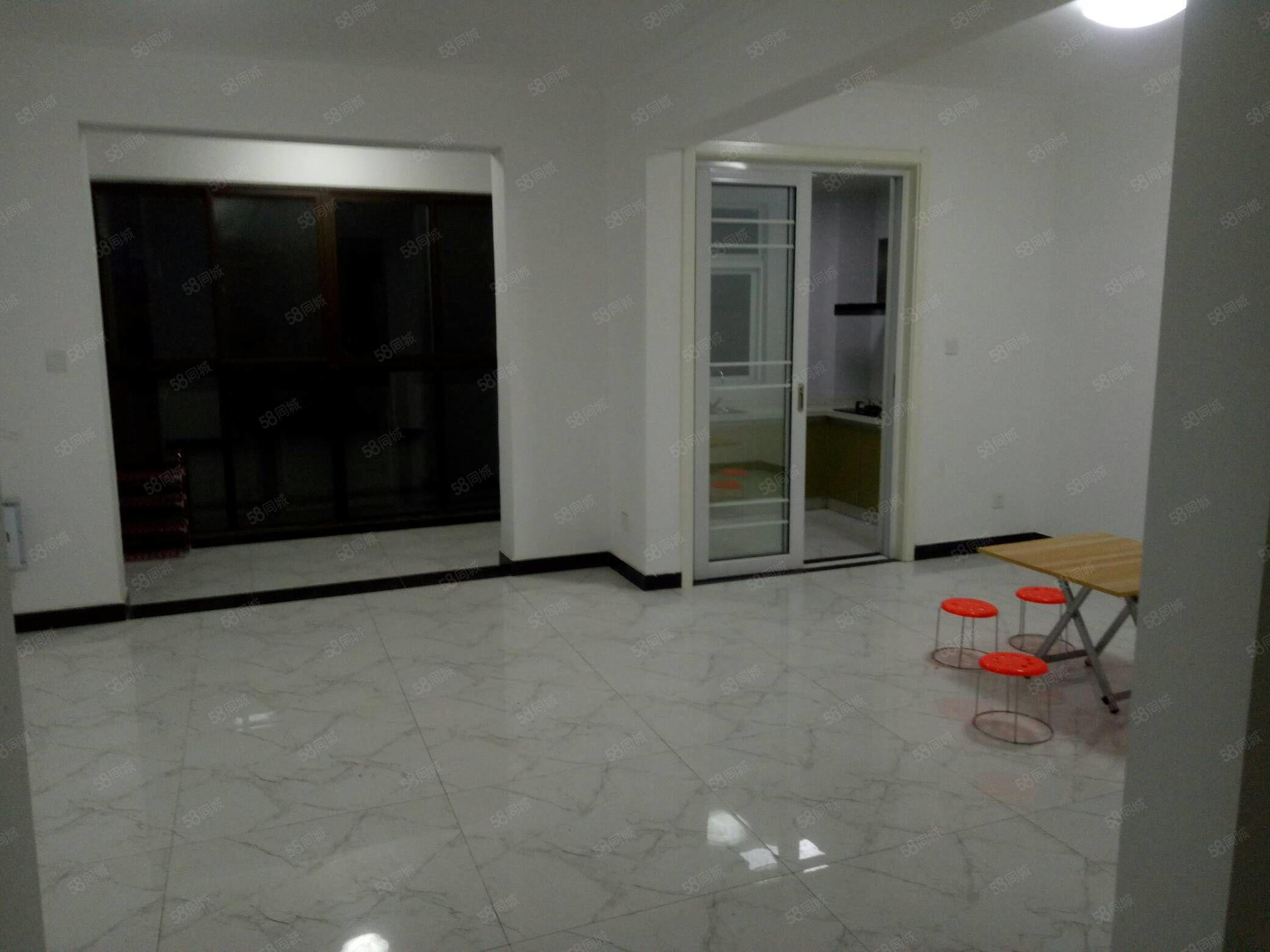 东方名城3室2厅中装急租只要12500