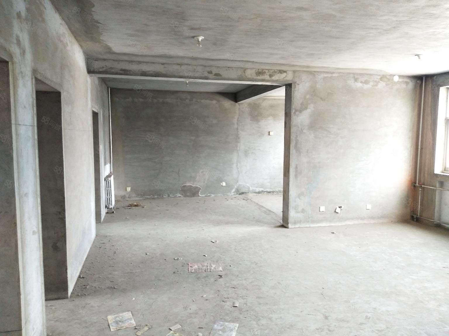 金桥房源八小附近三室二厅临近学校