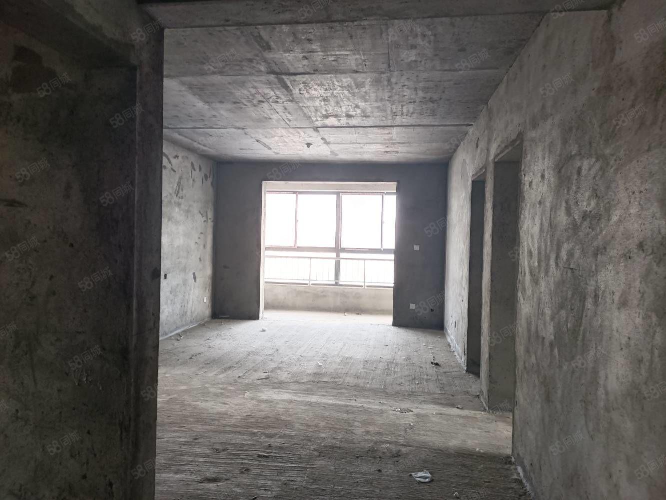 興隆國際電梯14樓,4室2廳2衛,戶型全明設計。直接簽一手房
