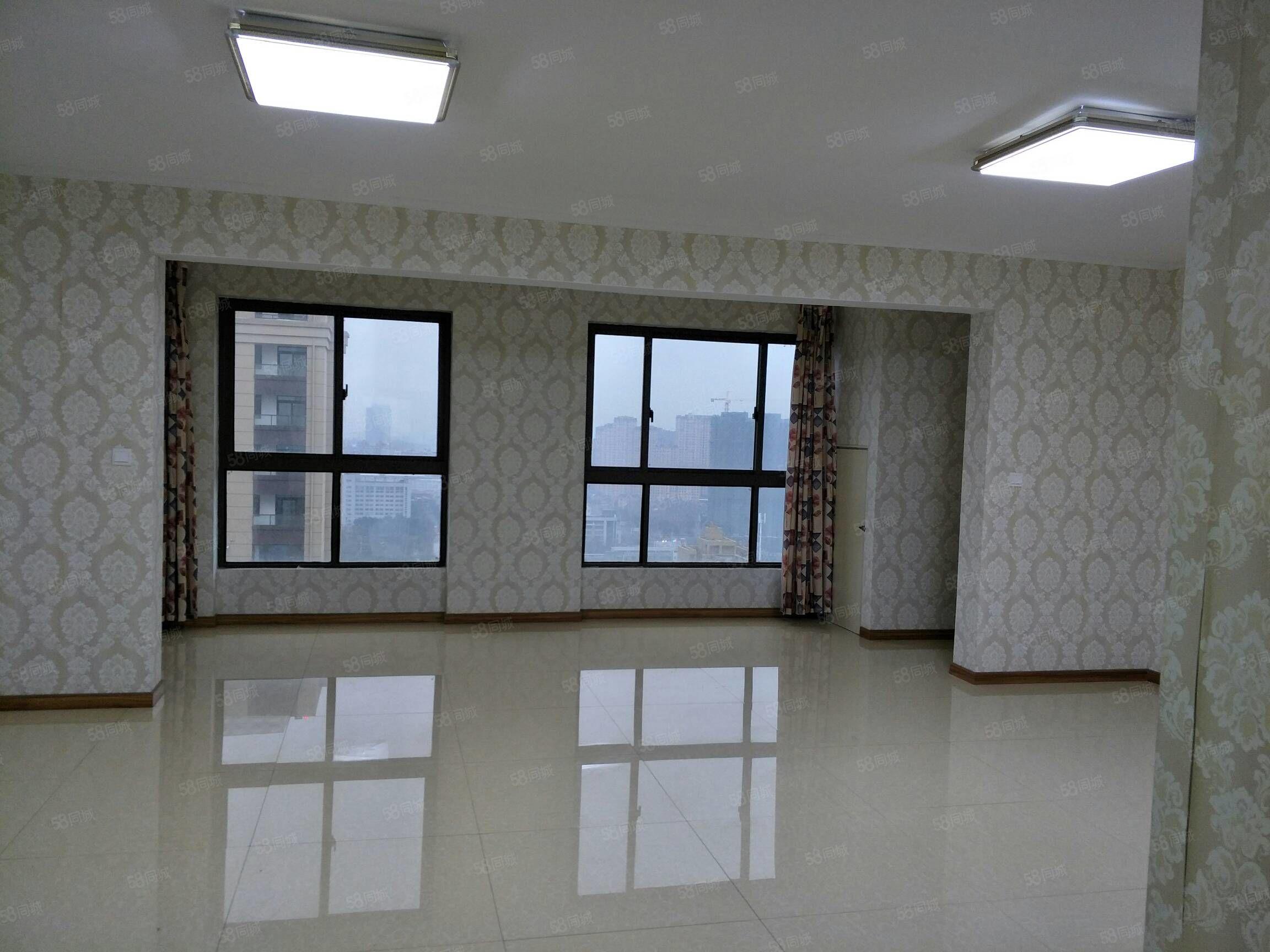 扬中公馆4室2厅2卫高层电梯房简装158平145万