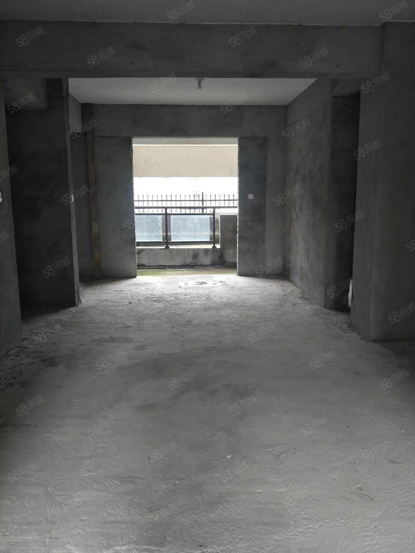 首付28万元住帝豪广场高层电梯房加一个车位毛坯房。