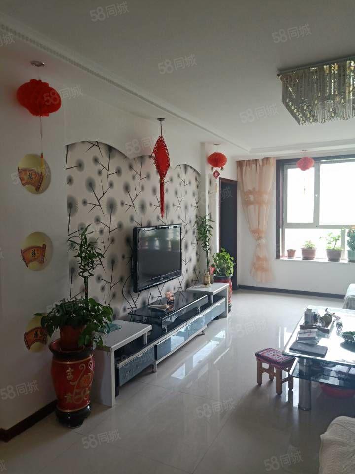巨龍景園120平米4樓,三室兩廳三向陽直通結構精裝地暖房