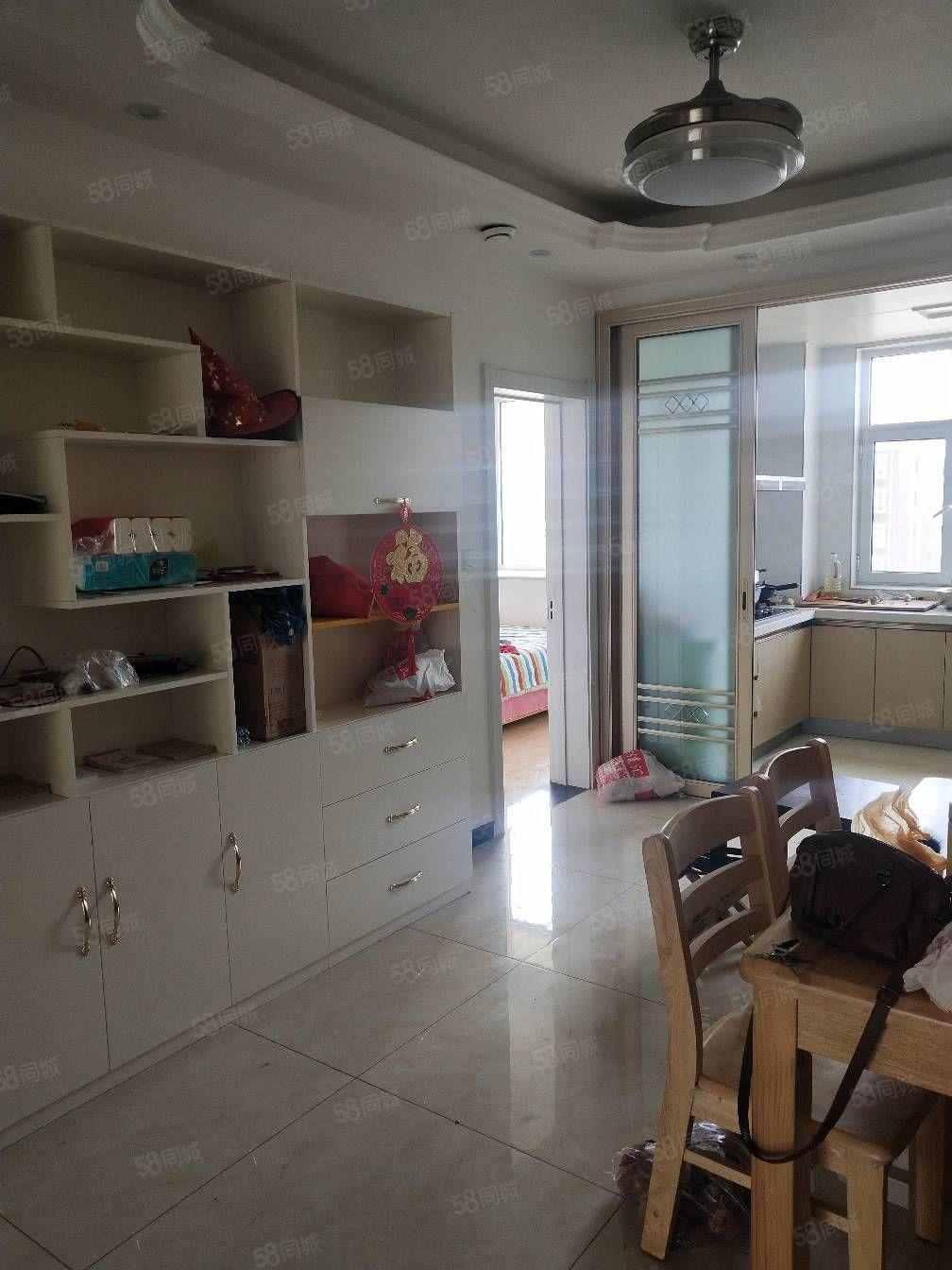 華爾精裝三室帶家具家電拎包入住帶小房