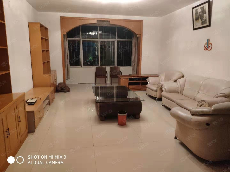 阳光新城三期旁3室2厅2卫精装3楼带家具家电2000元每月