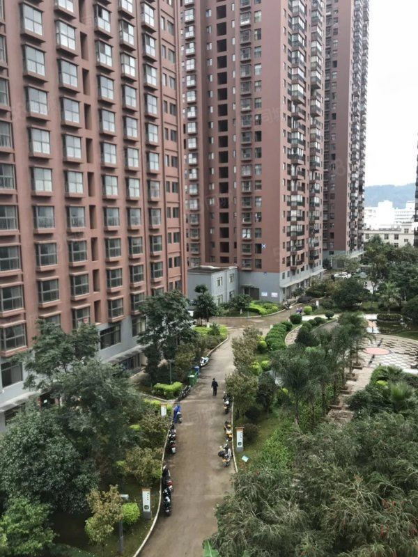 都市经典全新豪华装修带全套家具家电和地下车位只卖69万