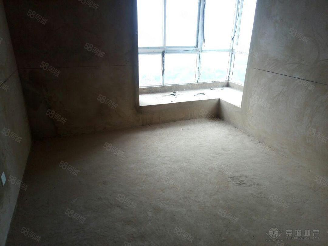 天源尚居端头房,前后无遮挡,卧室朝南早上晒太阳,带10平阳台
