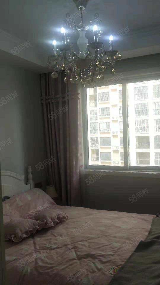 金色名城,精装3室,家具全送,一次未住,送车位,急售无过户费