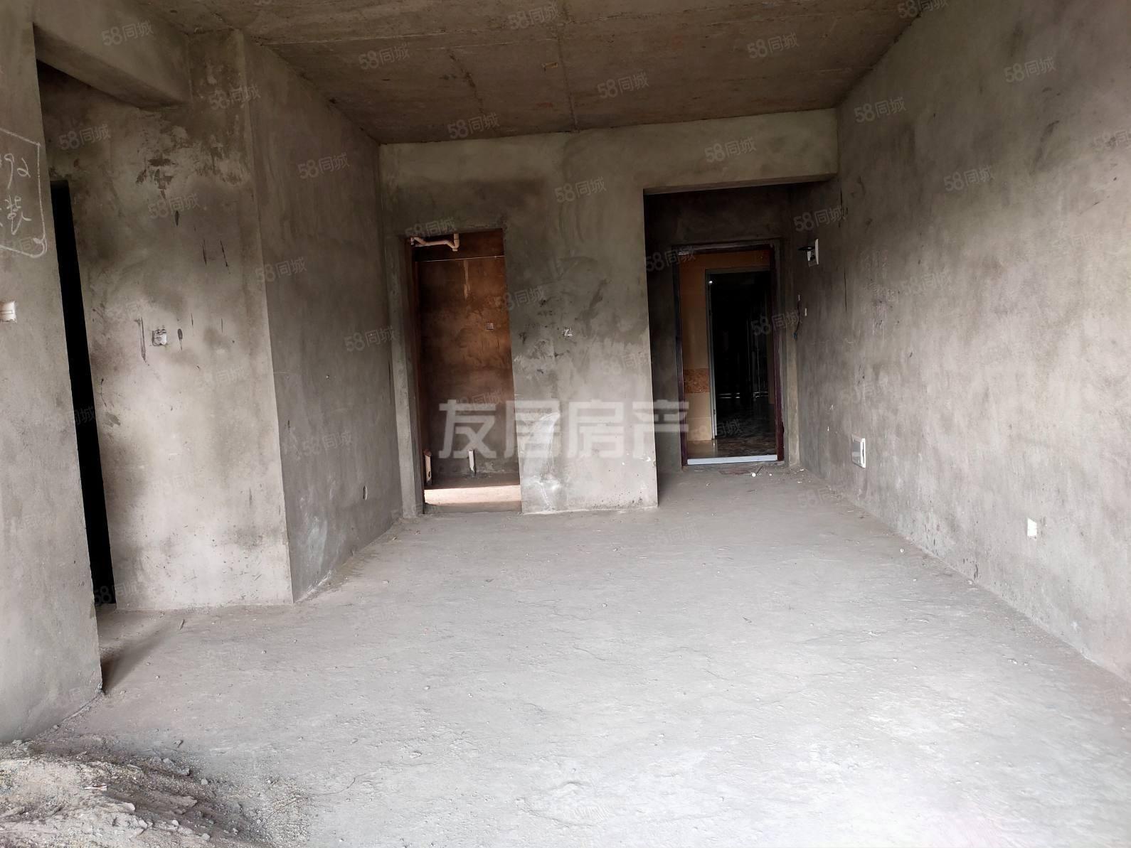 房东急售低于市场价六小附近学期房电梯毛坯三房可按揭