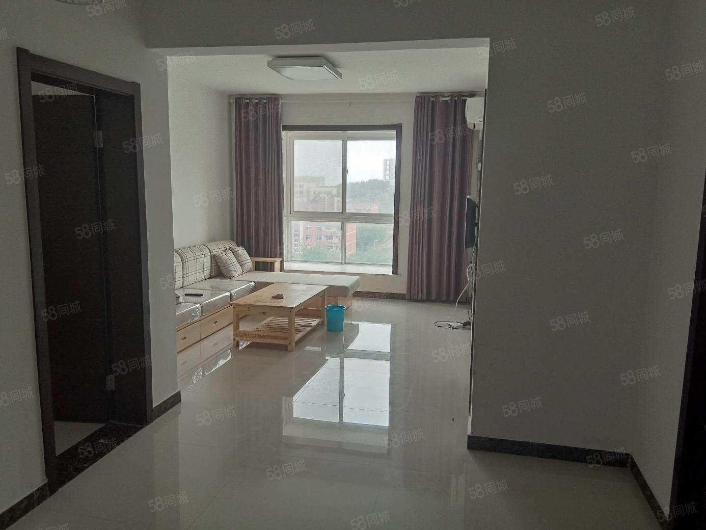 常綠大悅城,精裝兩室。全新裝修首次出租。