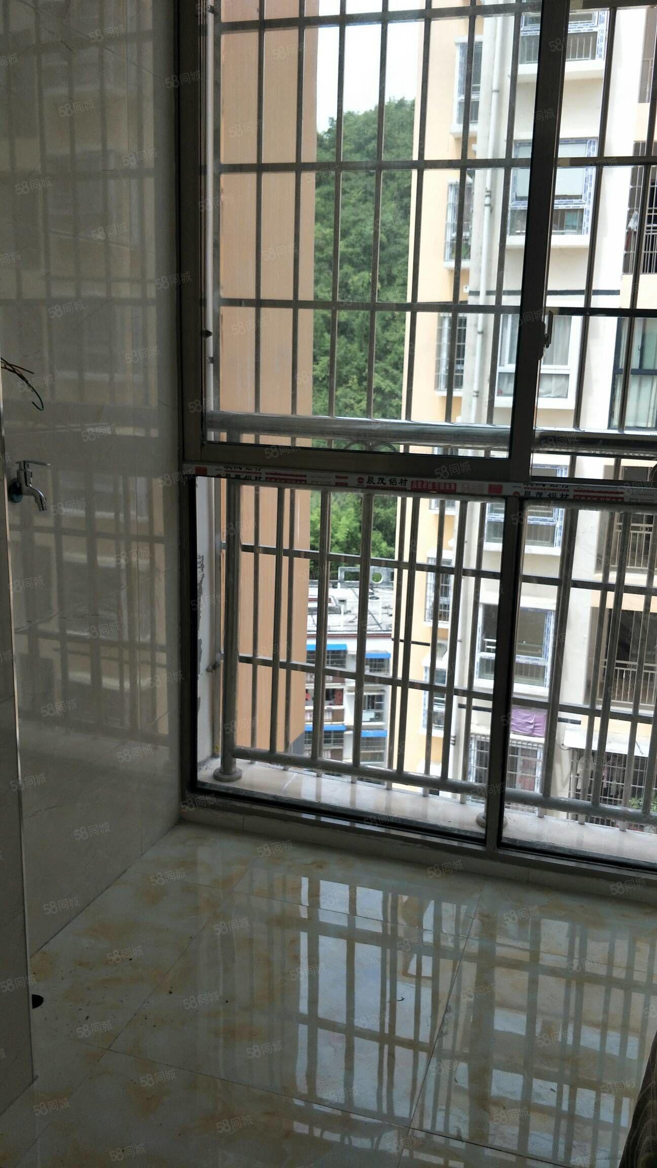 万区人民医院后面电梯房3室2厅2卫,