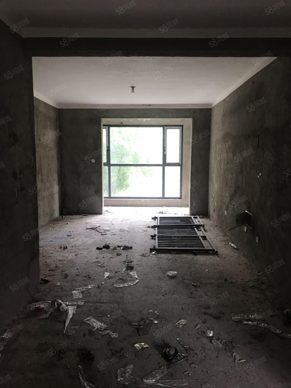 领秀新城2楼137平3室2厅2卫毛坯断桥窗户带储藏室70万