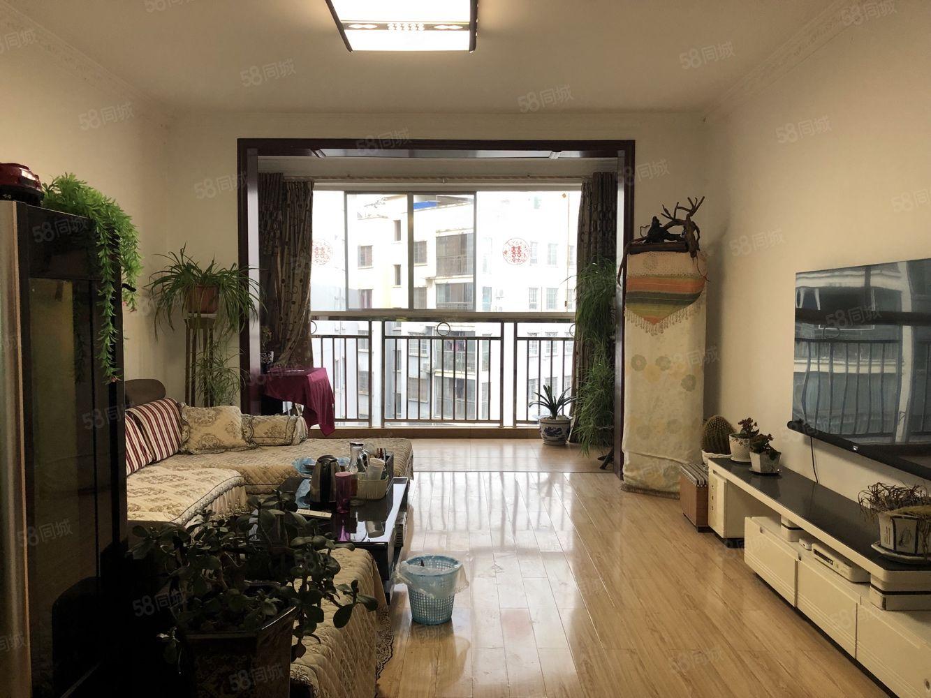 喻龙世家小区新婚房9成新很少住可按揭双阳台