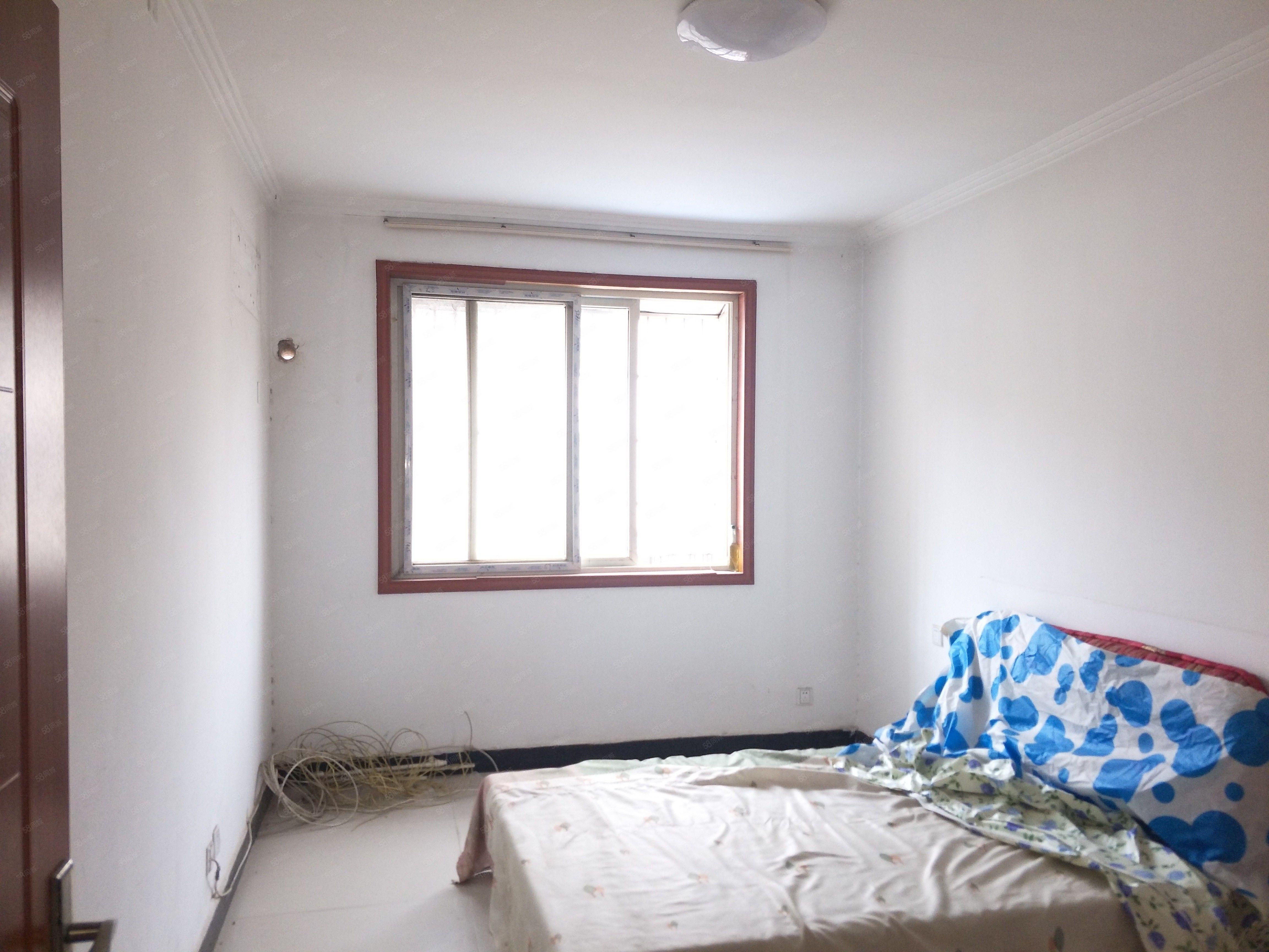 急租刘元新村3室精装修有热水器空调