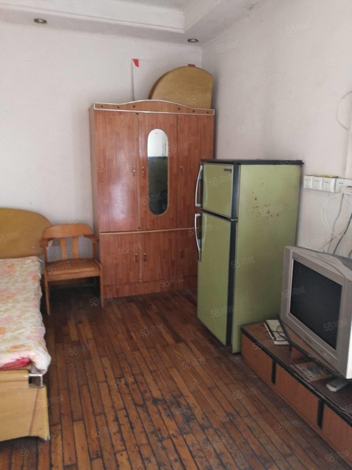 押一付一市府路水井沟单间带卫生间厨房550