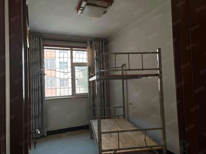 出租通寶小區2樓簡單裝修拎包入住