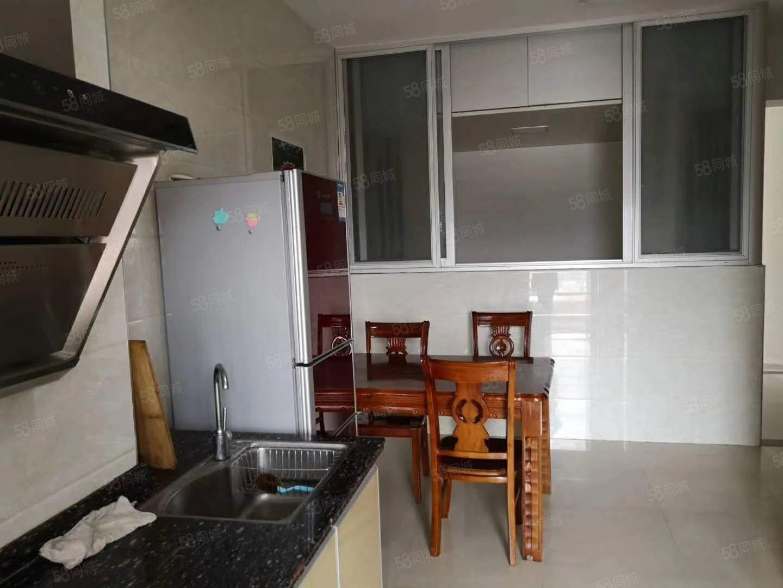 帝豪广场单身公寓出售,产权面积50.89平方米,2房电梯高层