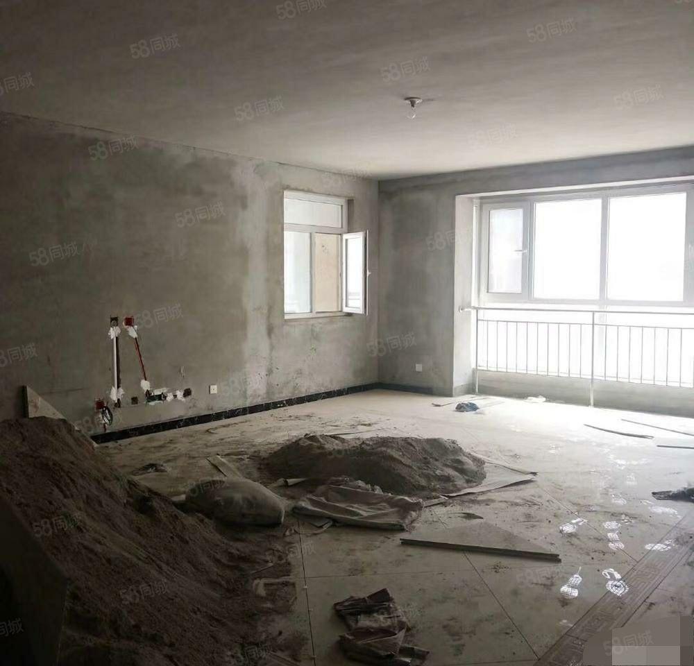 隆基泰和首付18万有房本已改好水电铺好砖