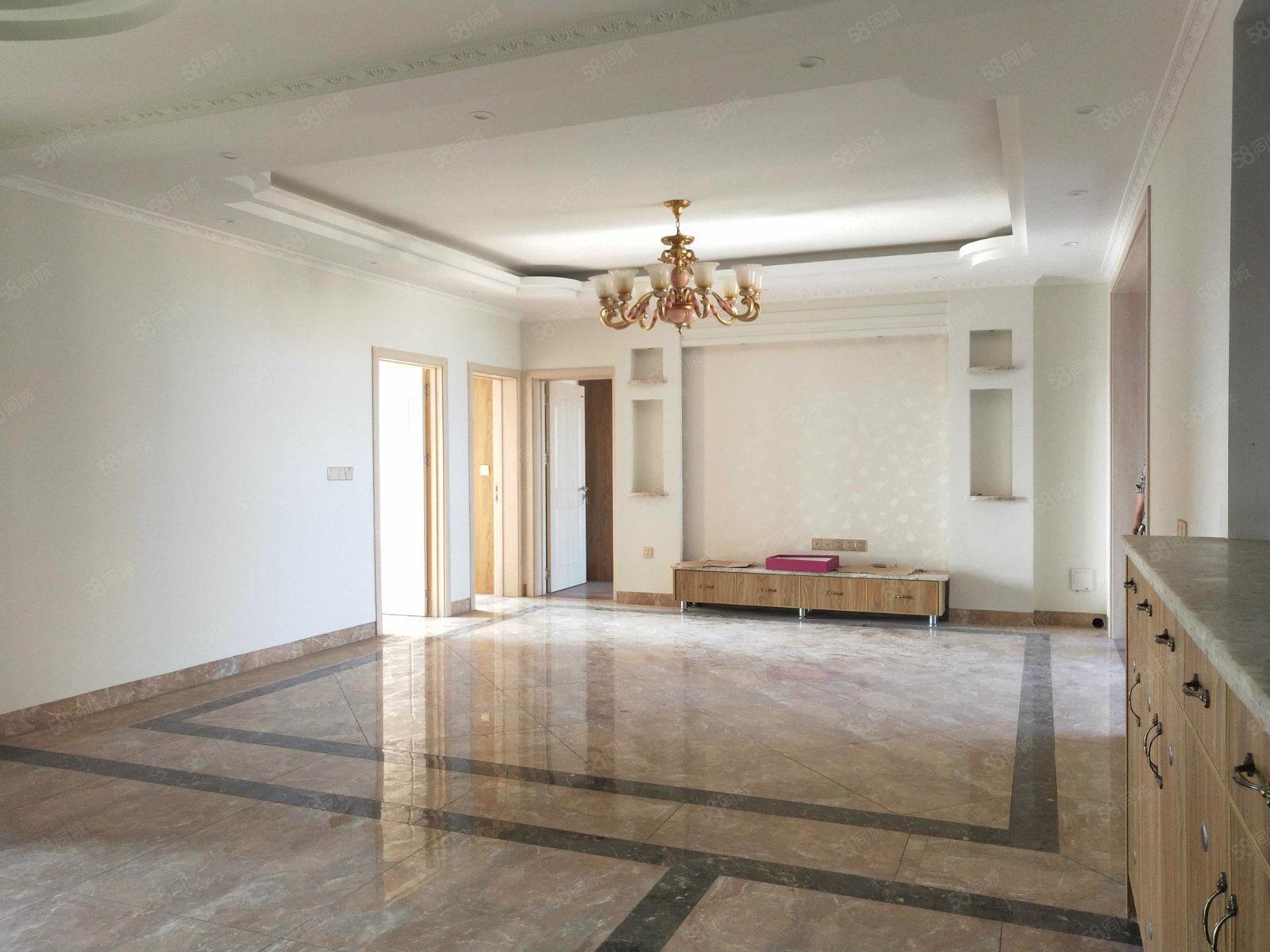 城西领秀滨江位置决佳的两梯四户大三房豪华硬装随时看房