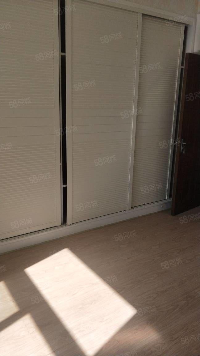 澜嘟园134平方三房朝南,太阳非常好,房东精装修。