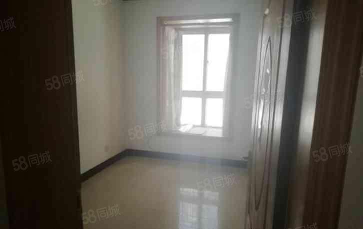 双片区高管局家属院一楼简装四居室168平看房方便