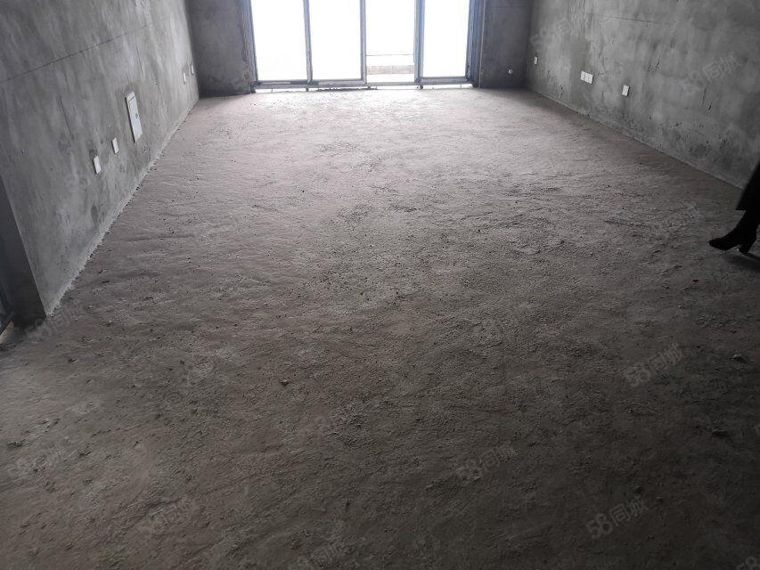 东城绿洲7580单价毛坯三室随心装满2年中间楼层