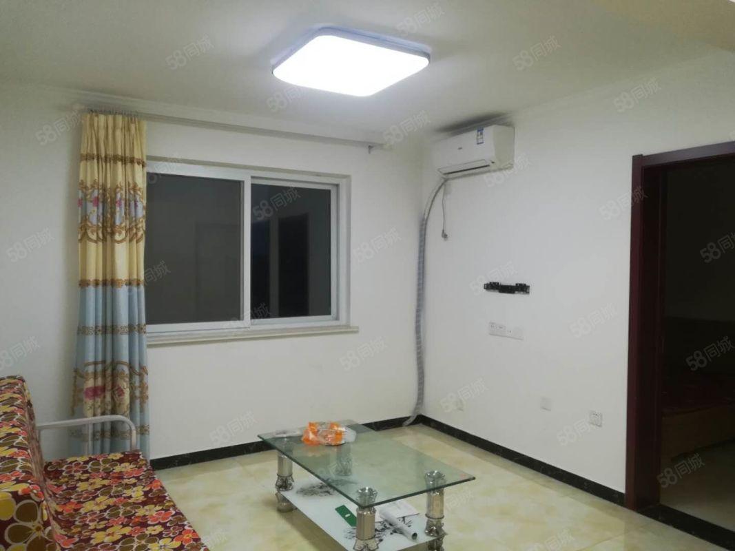 四季花城新出两居室拎包入住,配洗衣机冰箱全新的。