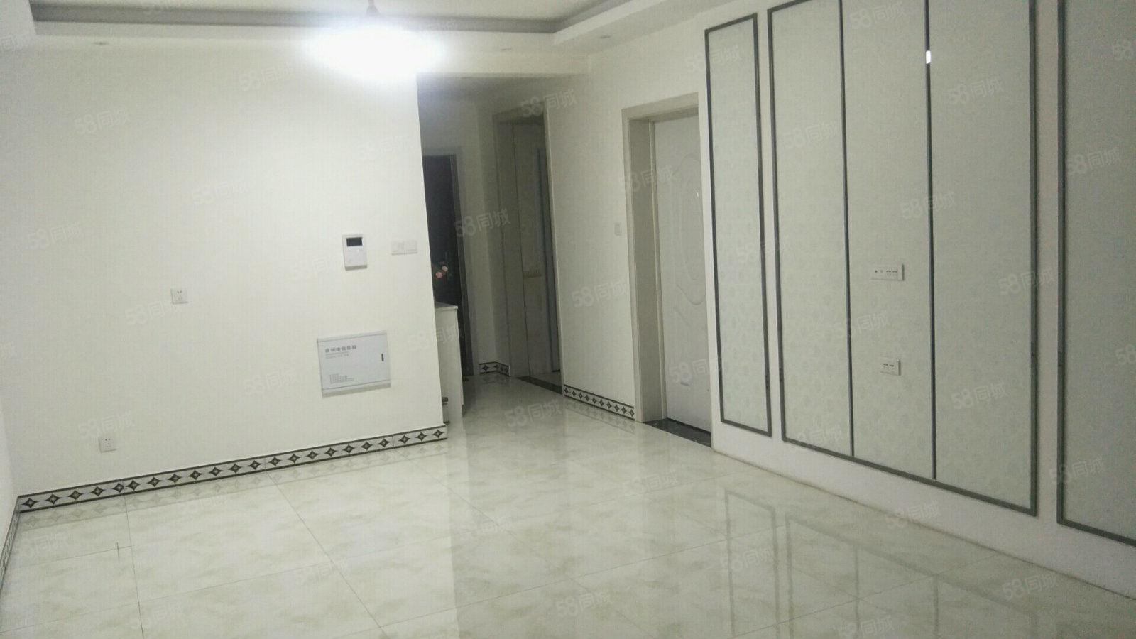 天明城精装三室一厅。全新家具家具家电,拎包入住,随时看房。