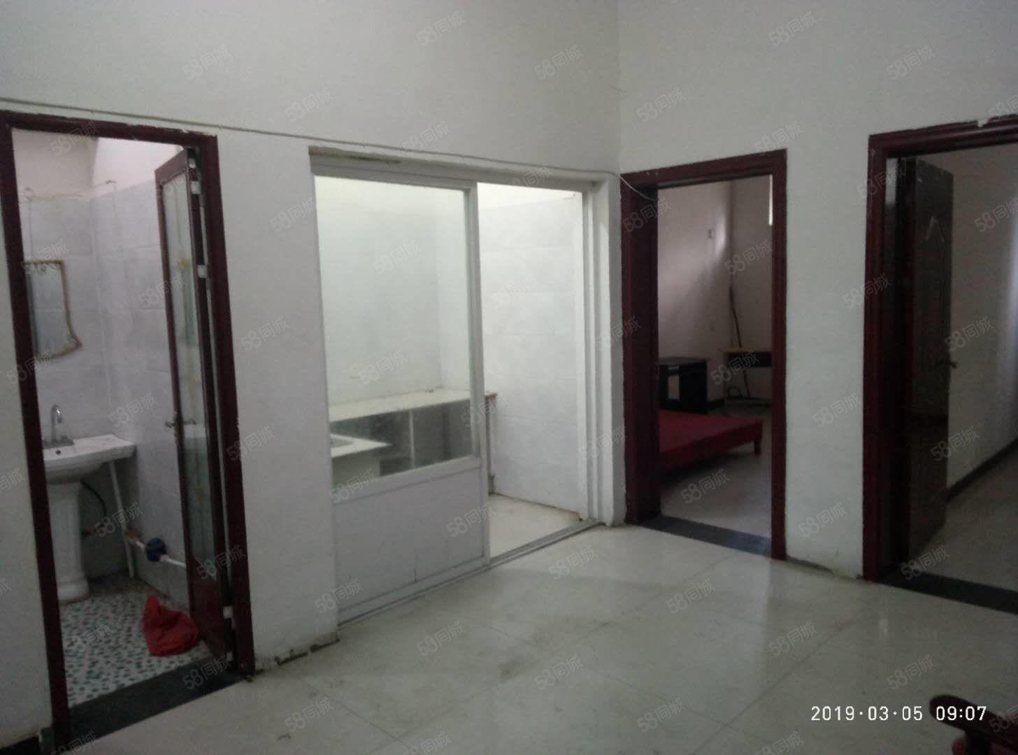 急租育新街80平2室1厅1厨1卫,紧邻学校,上学方便