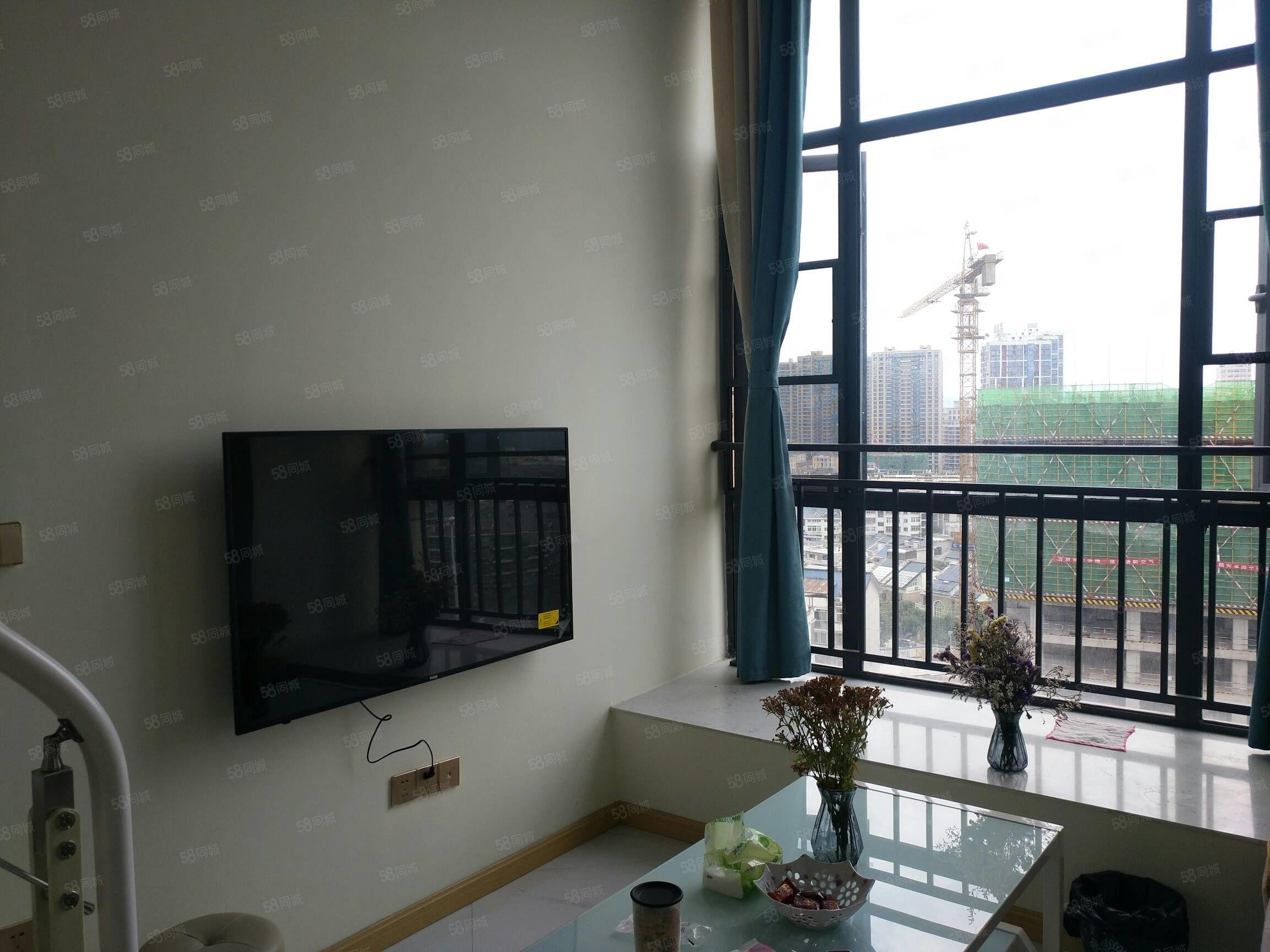 金三角四季花城電梯2房帶陽臺的可做飯高檔裝修半年了