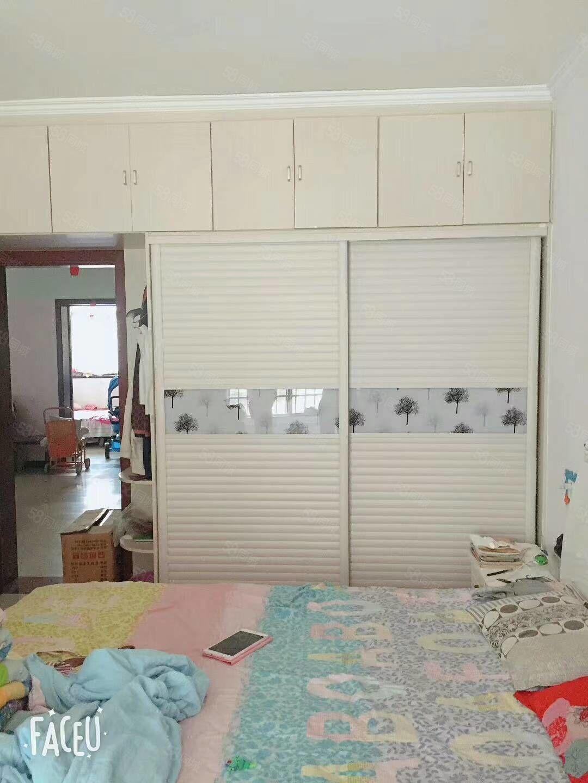 精美装修,带地下室,带家具,拎包入住,预约看房