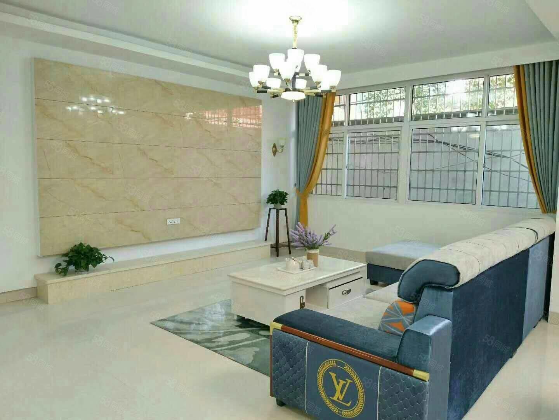 一楼带院子,3室2厅2卫,装修公司装修,价格美丽